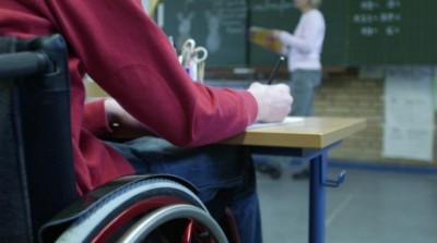 Assistants-déducation-enfin-un-titre-reconnu-plus-un-CDI-à-la-clé-pour-les-accompagnants-aux-élèves-atteints-de-handicap-e1377532394907.jpg