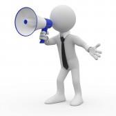 9417743-homme-parler-sur-un-megaphone-blanc-et-bleu.jpg